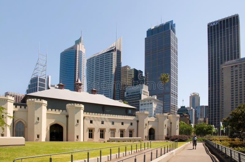 Skyline de Sydney dos jardins botânicos reais imagens de stock royalty free