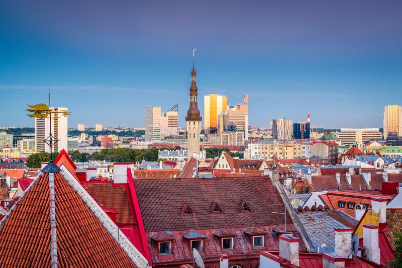 Skyline de Tallinn, Estônia imagem de stock royalty free