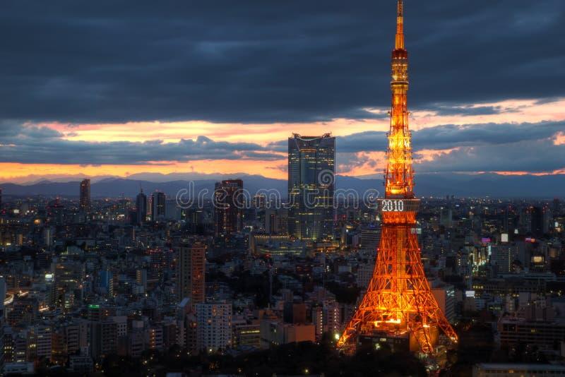 Skyline de Tokyo com torre de Tokyo, 2010, Japão fotografia de stock