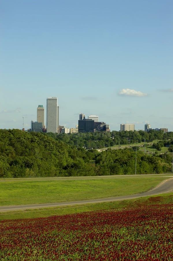 Skyline de Tulsa na primavera fotos de stock
