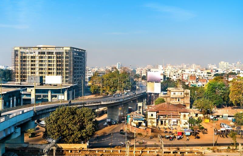 Skyline de Vadodara, conhecida anteriormente como Baroda, a terceira cidade a maior em Gujarat, Índia foto de stock