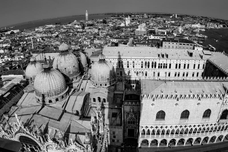 Skyline de Veneza da torre do marco de san fotografia de stock