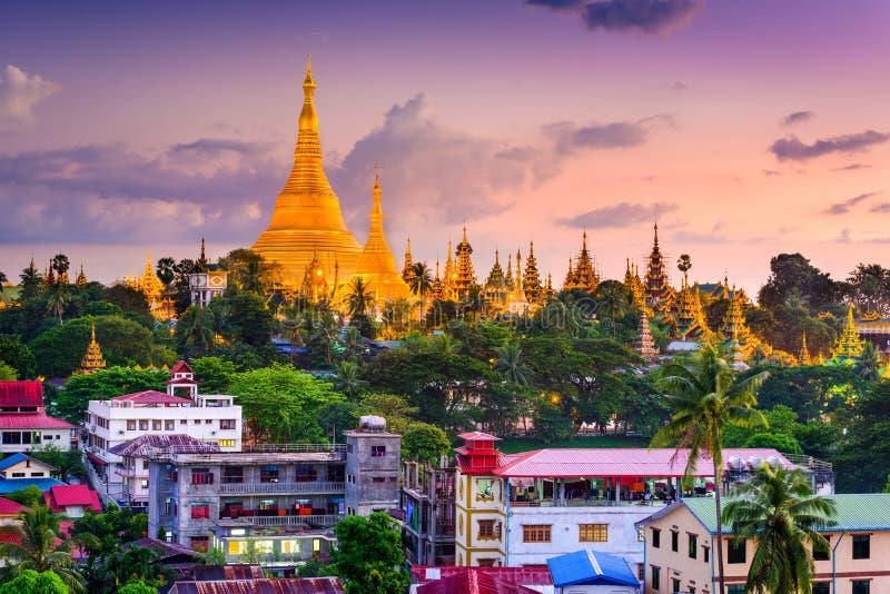 Skyline de Yangon imagens de stock royalty free