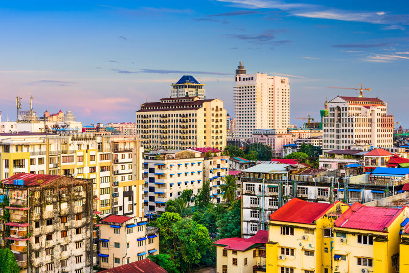 Skyline de Yangon Myanmar fotografia de stock royalty free