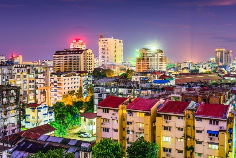 Skyline de Yangon, Myanmar imagens de stock