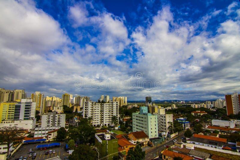 Skyline del centro di Sao Jose dos campos in Brasile immagini stock libere da diritti