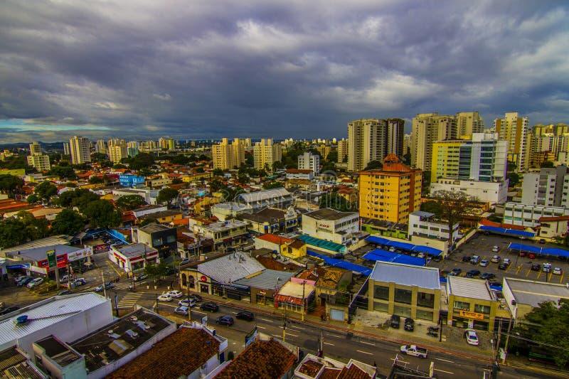 Skyline del centro di Sao Jose dos campos in Brasile fotografia stock