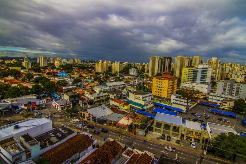 Skyline der Innenstadt Sao Jose dos campos Brasilien lizenzfreie stockbilder