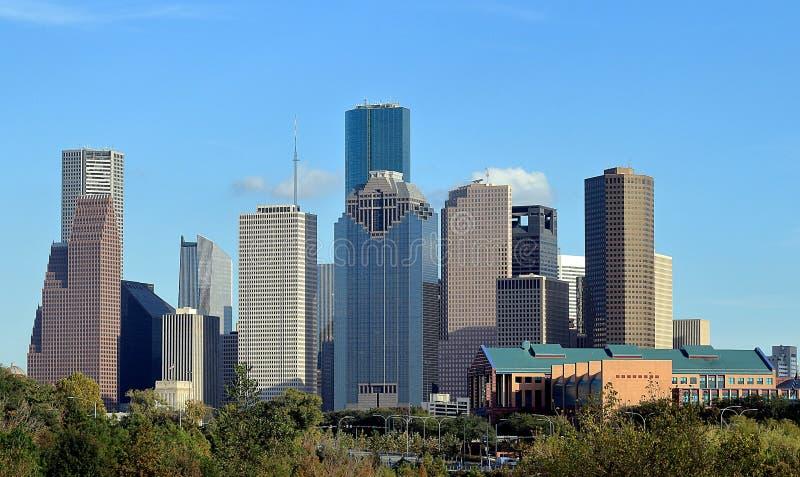 Skyline do centro da cidade de Houston do parque da albufeira do búfalo fotos de stock royalty free