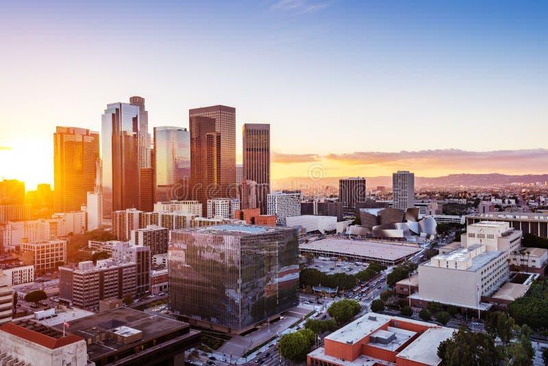 Skyline do centro de Los Angeles no por do sol fotografia de stock