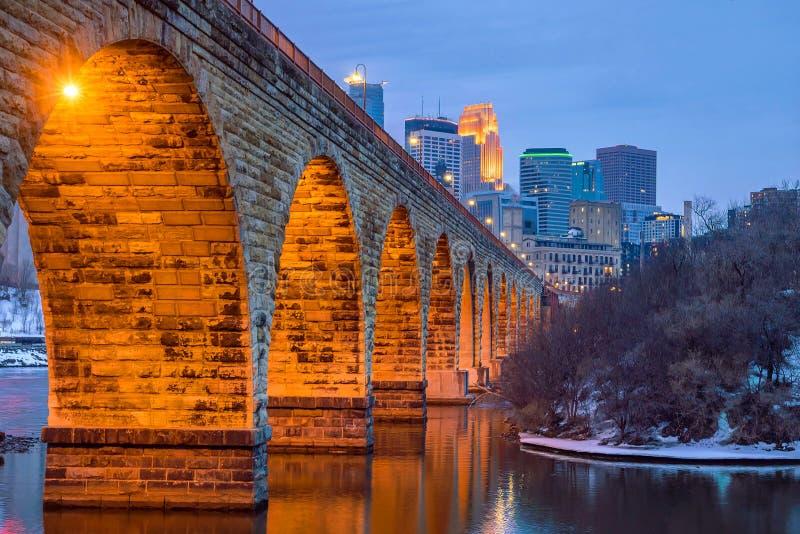 Skyline do centro de Minneapolis em Minnesota, EUA imagens de stock