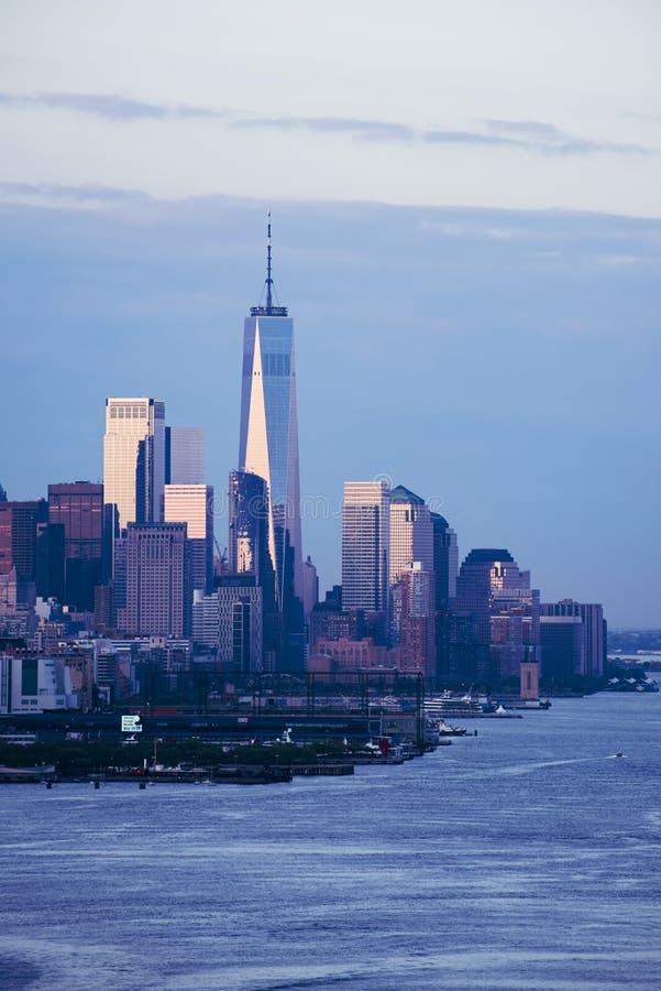 Skyline do centro de New York no nascer do sol imagens de stock royalty free