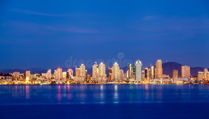 Skyline do centro de San Diego na noite fotografia de stock