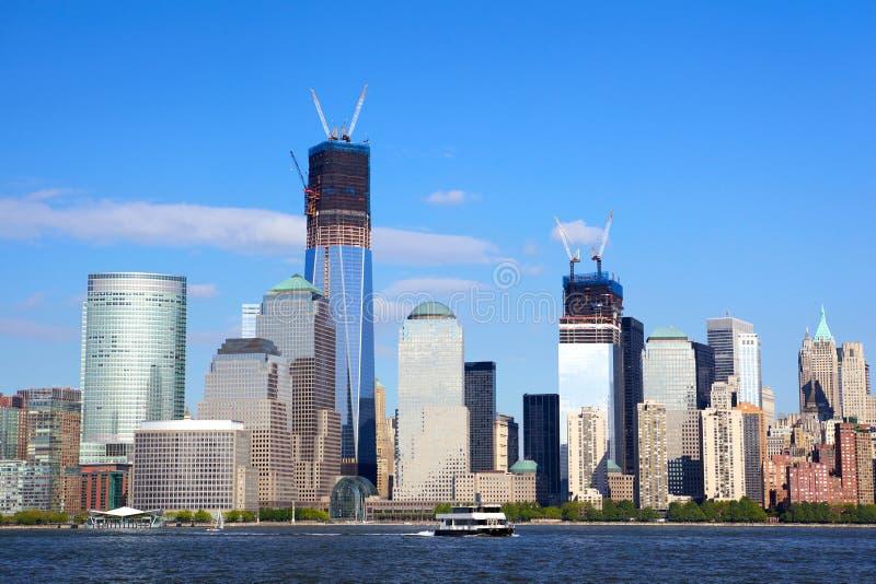 Skyline do centro financeiro de mundo em Manhattan foto de stock