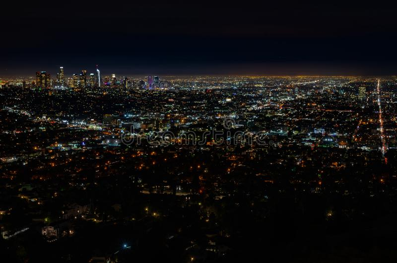 Skyline do LA na noite foto de stock