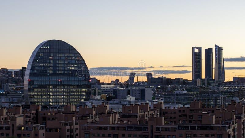 Skyline do Madri no por do sol no inverno fotografia de stock