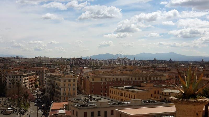 Skyline do meio-dia de Roma imagem de stock royalty free