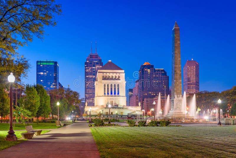 Skyline do memorial de guerra de Indianapolis, Indiana, EUA foto de stock