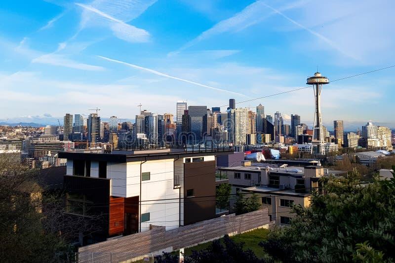 Skyline do panorama de Seattle no dia com a torre da agulha do espaço fotos de stock