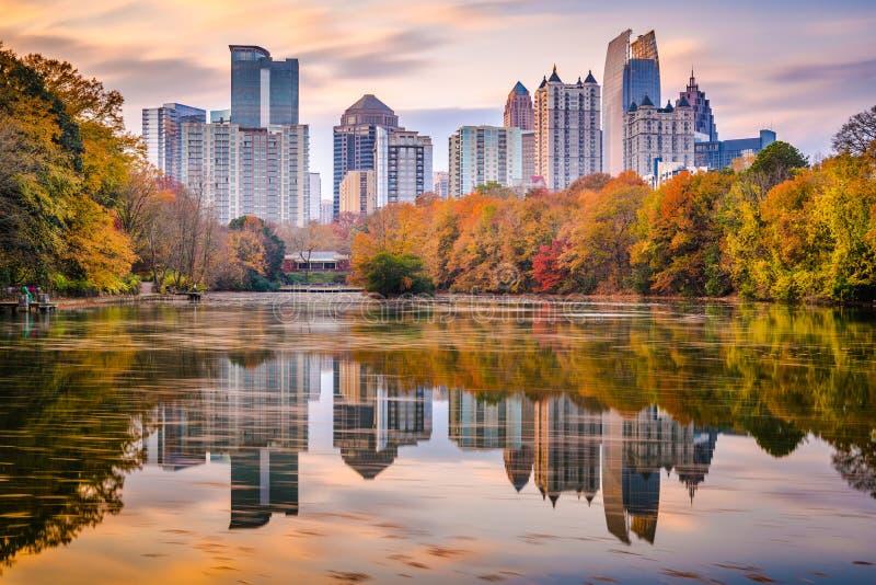 Skyline do parque de Atlanta, Geórgia, EUA Piedmont no outono imagem de stock