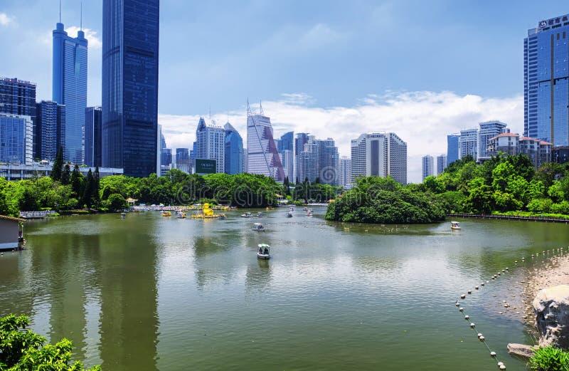 Skyline do parque e do Shenzhen China de Lizhi imagens de stock