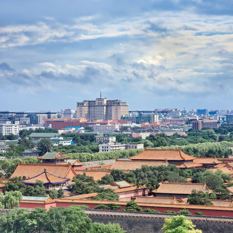 Skyline do Pequim com o museu no primeiro plano, China do palácio fotos de stock royalty free