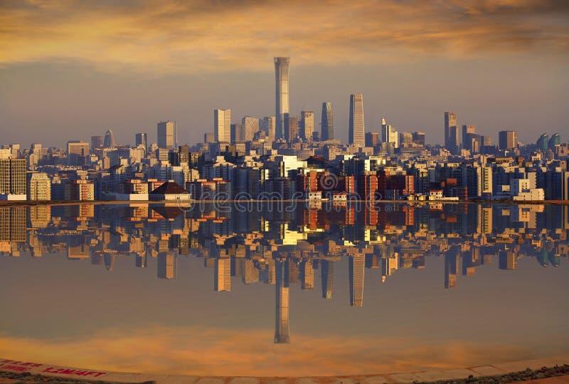 Skyline do Pequim e reflexão, China fotos de stock
