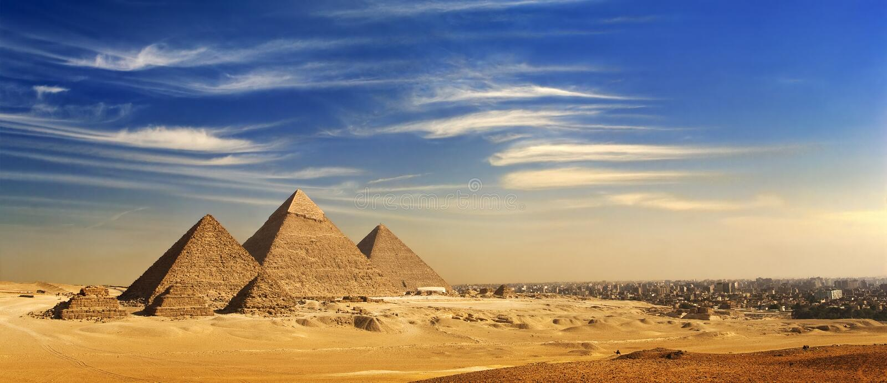 A skyline do platô de Giza fotos de stock royalty free