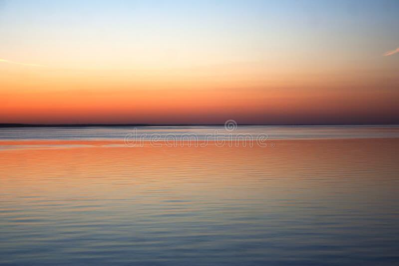 Skyline do por do sol da costa foto de stock royalty free