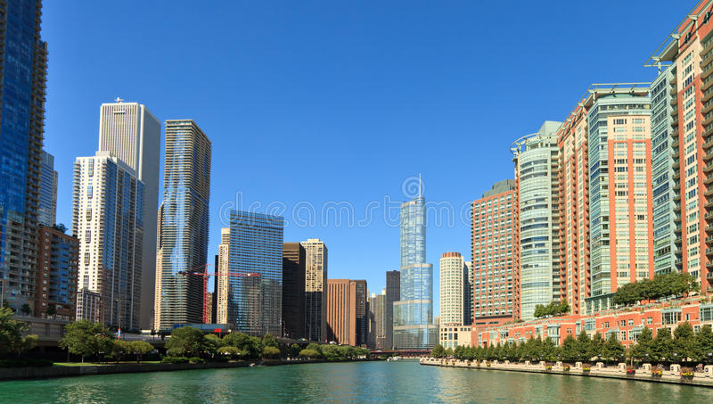 Skyline do rio de Chicago imagem de stock