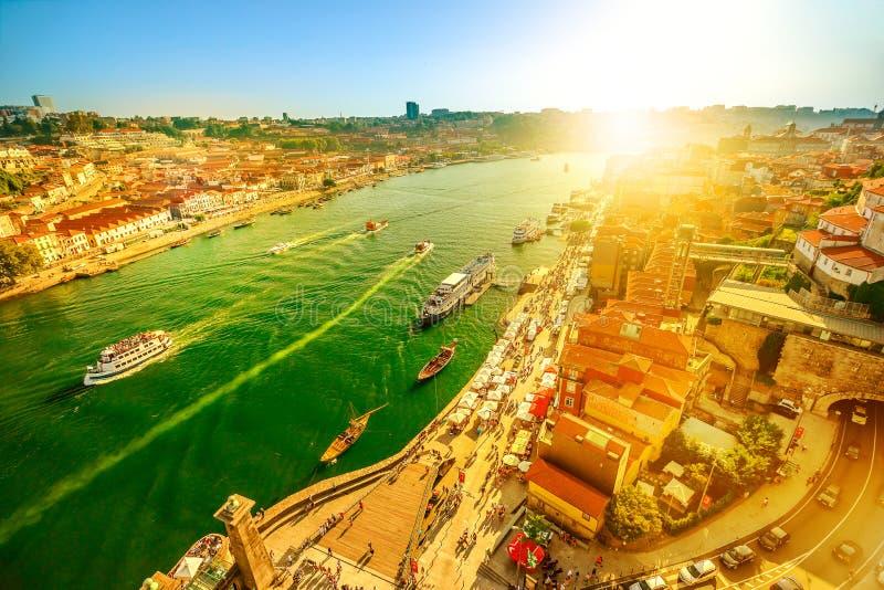Skyline do rio de Douro no por do sol fotos de stock royalty free