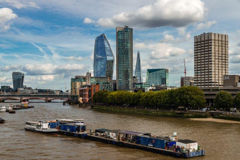 A skyline do sudeste de Londres imagens de stock