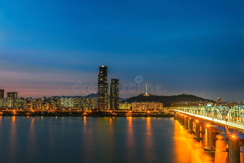 Skyline of the Dongjia Bridge at the Han River in downtown Seoul in the night, South Korea stock photography