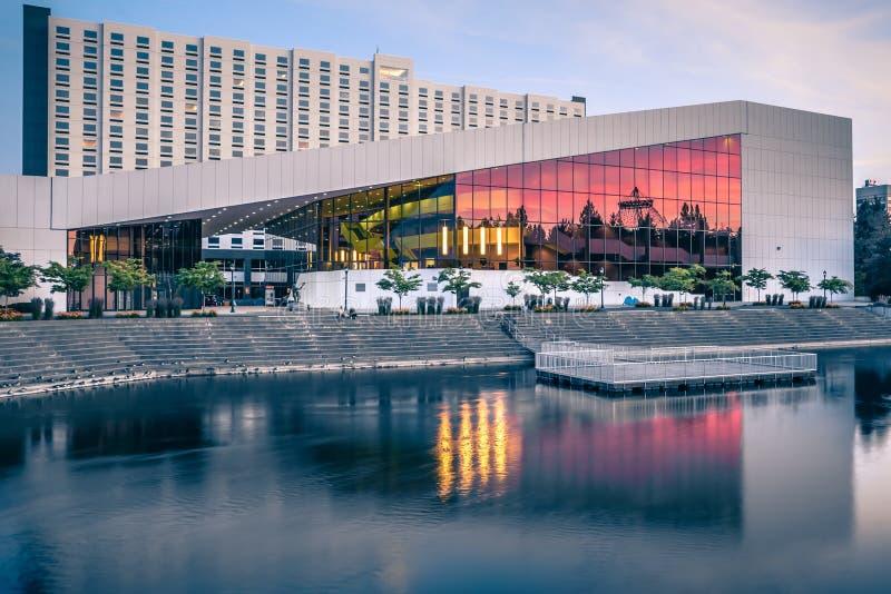 Skyline e centro de convenções da cidade de Spokane Washington imagem de stock royalty free
