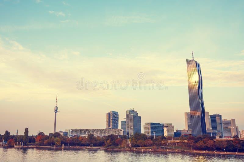 Download Skyline E Danube River De Viena Imagem de Stock - Imagem de colorido, europa: 80102593