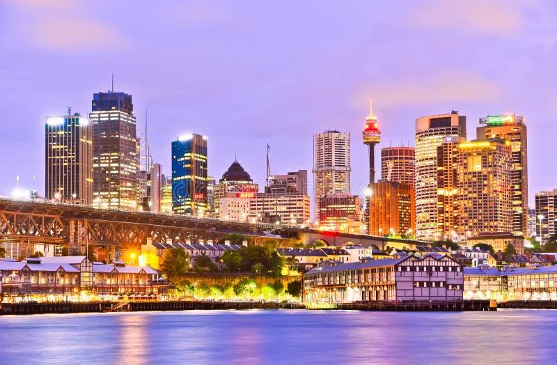 Skyline e Darling Harbour de Sydney no crepúsculo fotos de stock