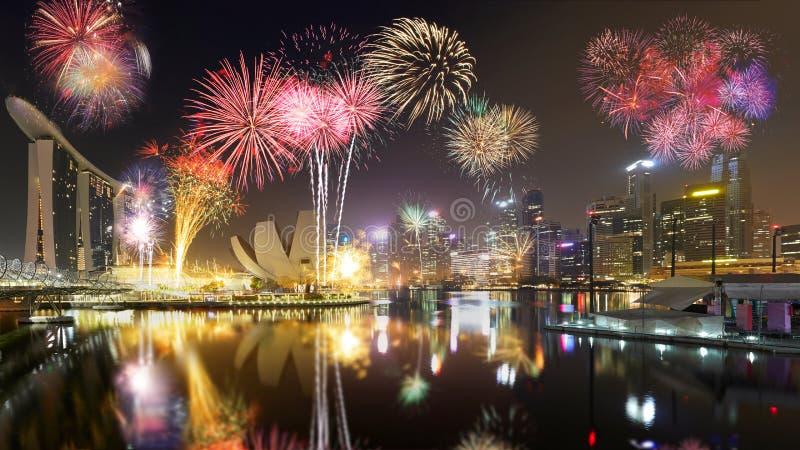 Skyline e fogos-de-artifício de Singapura foto de stock royalty free