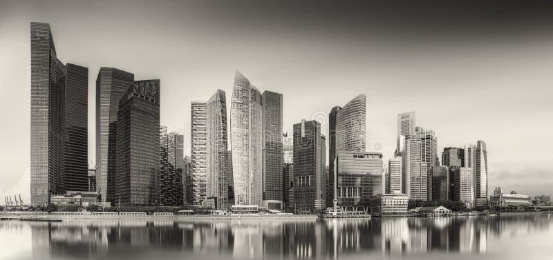 Skyline e Marina Bay de Singapura, preto e branco foto de stock royalty free