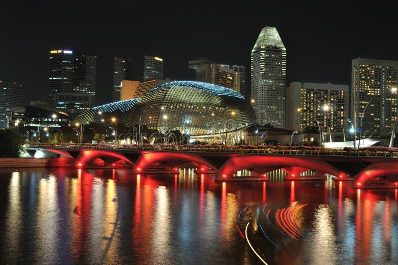 Skyline e rio de Singapore na noite fotos de stock