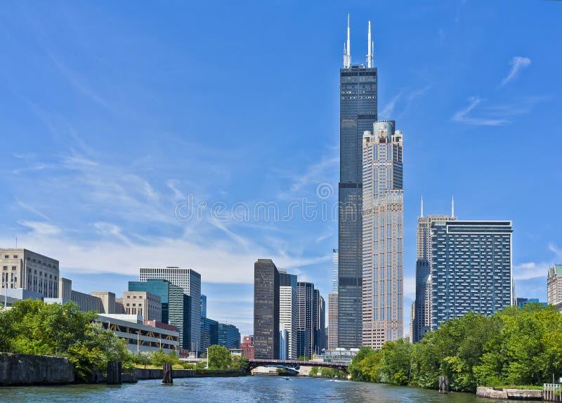 Skyline entlang dem Chicago-Fluss, Illinois lizenzfreie stockfotos