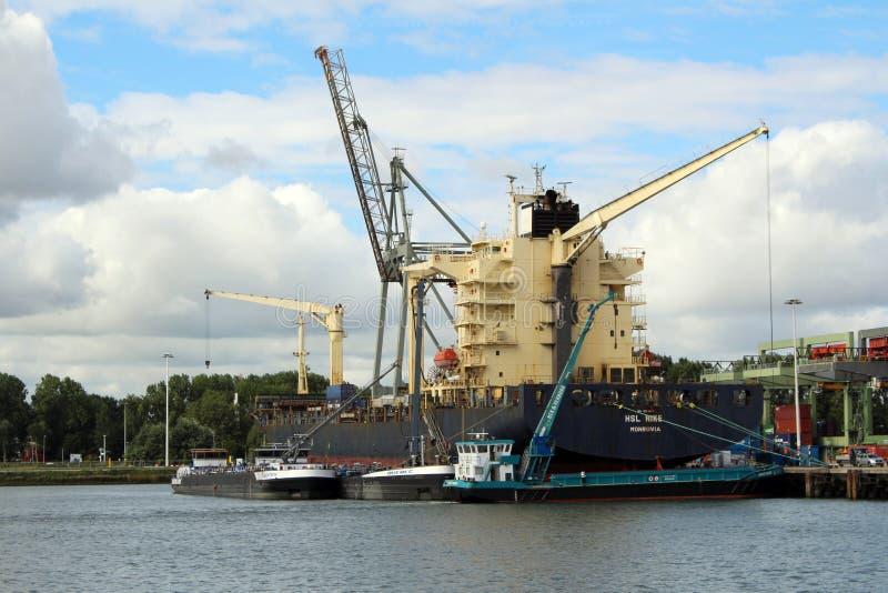 Skyline et port de Rotterdam Pays-Bas image libre de droits