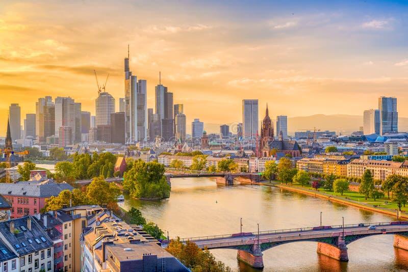 Skyline Frankfurts, Deutschland lizenzfreie stockbilder
