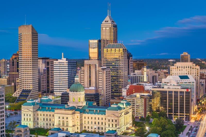 Skyline Indianapolis, Indiana, USA in der Dämmerung lizenzfreie stockfotos