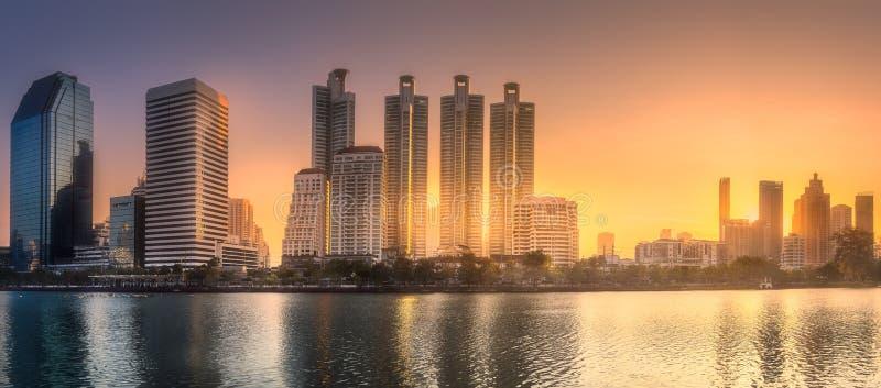 Download Skyline At Lake In Benjakitti Park Bangkok Stock Image - Image of condo, office: 111487807
