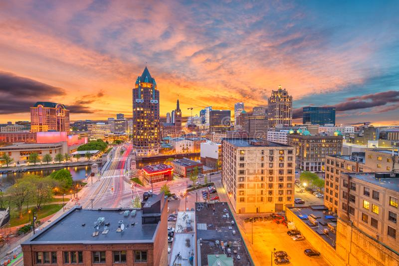 Skyline Milwaukee, Wisconsin lizenzfreie stockfotografie