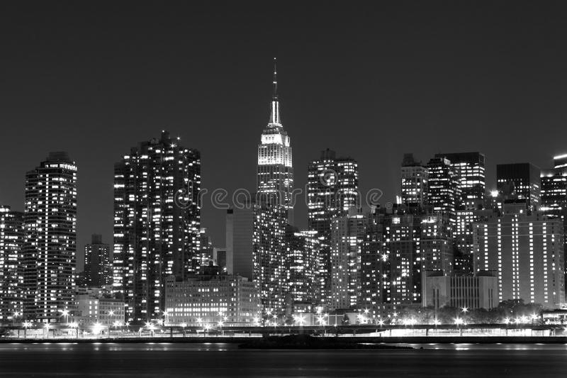 Skyline na noite, New York City de Manhattan fotografia de stock