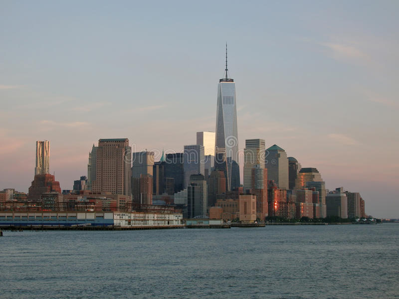 Skyline na noite, New York de Manhattan foto de stock royalty free