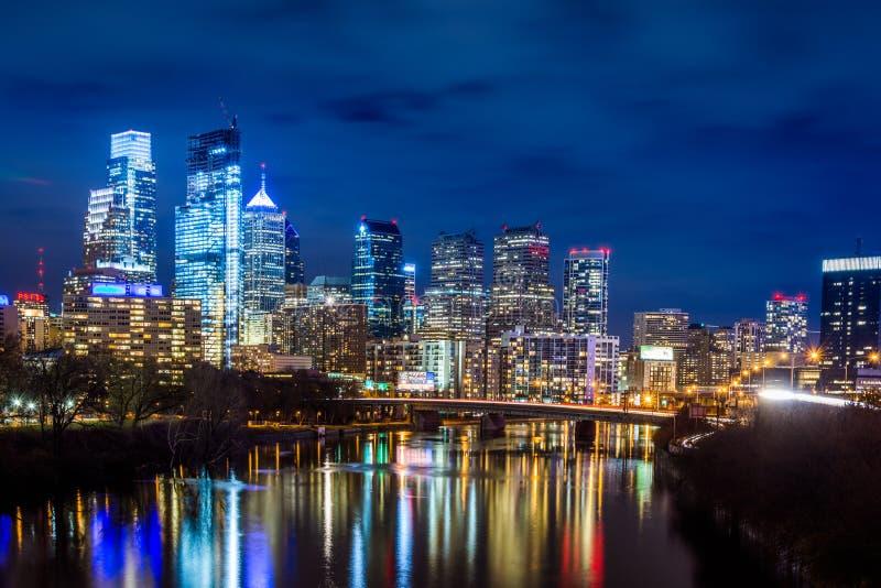 Skyline nachts von Philadelphia Pennsylvania vom oben genannten schulyk lizenzfreie stockbilder
