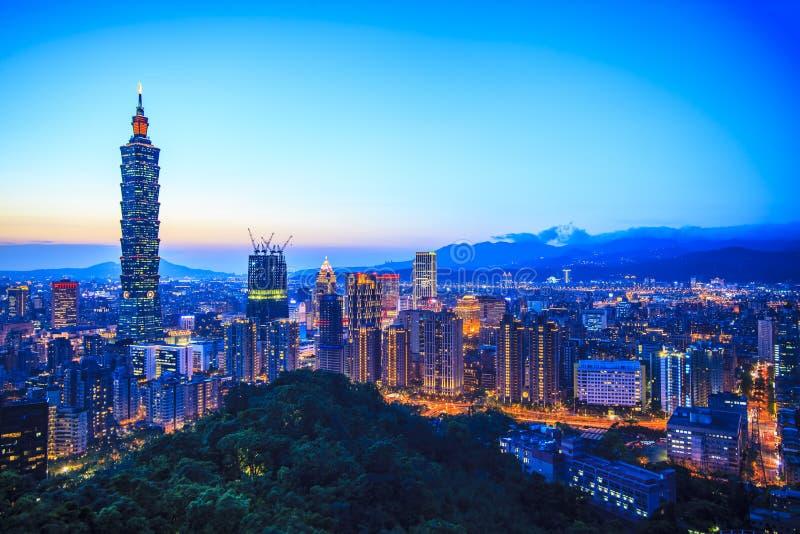 Skyline no por do sol com cor agradável, Taiwan da cidade de Taipei imagem de stock royalty free