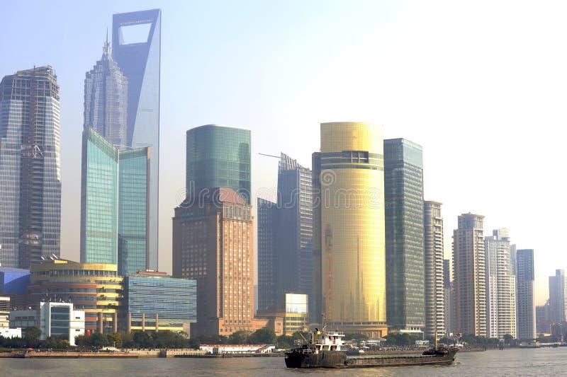 Skyline no por do sol, Shanghai de Pudong, China foto de stock